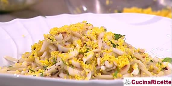 Spaghetti di Gragnano con calamari e copertura Mimosa